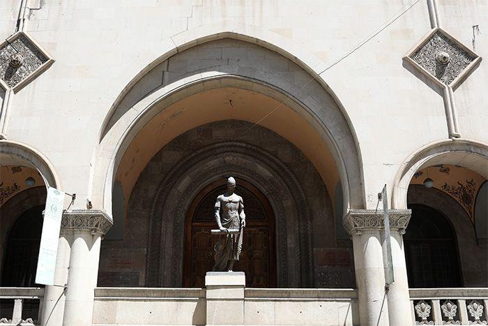 Здание Нац. публичной библиотеки 3