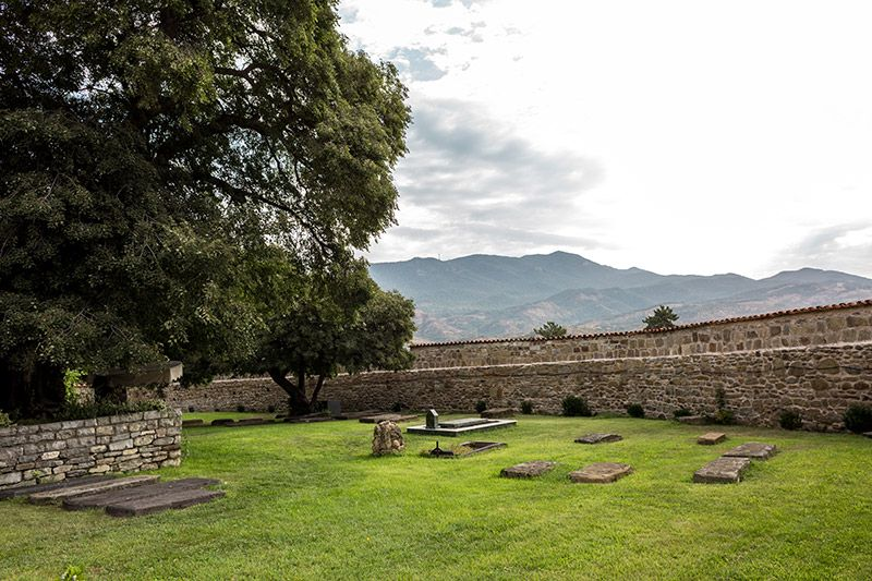 Гробницы Самтавро