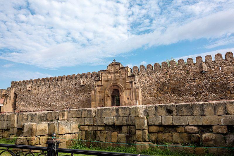 Svetitskhoveli - fortress wall